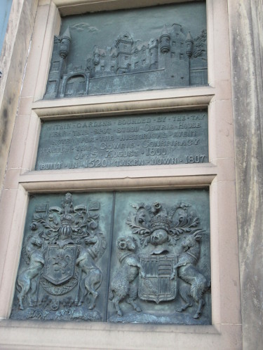 Gowrie_House_Plaque_Scaled_H500.JPG