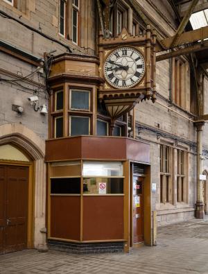 RailwayStation_Platform4_clock_left_MB