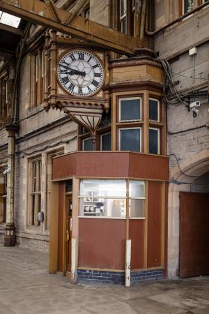 RailwayStation_Platform4_clock_right_MB