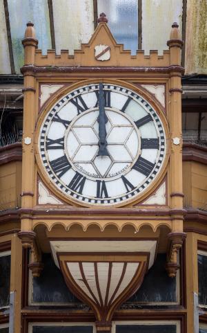 RailwayStation_Platform5_clock_MB