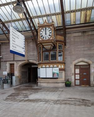 RailwayStation_Platform5_clock_wide_front_MB